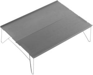 ソロキャンプ必見のコンパクト軽量テーブル